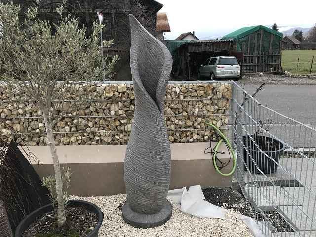 Amphore mit Blattöffnung 200cm hoch 50 cm breit grau